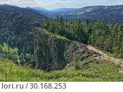 Купить «Горный пейзаж с каменистыми утесами, солнечный летний день. Вид с горы Носаль, Татры, Польша», фото № 30168253, снято 4 июля 2018 г. (c) Милана Харитонова / Фотобанк Лори