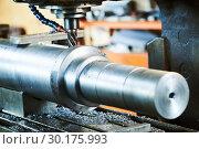 Купить «Milling metalworking process. machining shaft groove by vertical mill», фото № 30175993, снято 11 июля 2018 г. (c) Дмитрий Калиновский / Фотобанк Лори