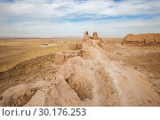 Купить «Ayaz-Kala Fortress and Kyzylkum desert», фото № 30176253, снято 21 октября 2016 г. (c) Юлия Бабкина / Фотобанк Лори