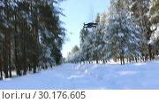 Купить «Полет дрона над лесной дорогой. Февраль», видеоролик № 30176605, снято 23 февраля 2019 г. (c) Александр Романов / Фотобанк Лори