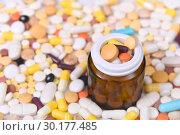 Купить «Таблетки и капсулы», эксклюзивное фото № 30177485, снято 24 февраля 2019 г. (c) Юрий Морозов / Фотобанк Лори