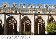 Купить «Gothic ogival windows in cloister of Monastery of Santa Maria de Santes Creus», фото № 30178637, снято 27 января 2019 г. (c) Яков Филимонов / Фотобанк Лори