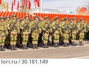 Купить «Russia Samara May 2018: Soldiers with automatic weapons.», фото № 30181149, снято 5 мая 2018 г. (c) Акиньшин Владимир / Фотобанк Лори