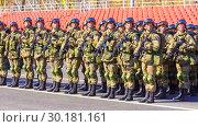 Купить «Russia Samara May 2018: Soldiers with automatic weapons.», фото № 30181161, снято 5 мая 2018 г. (c) Акиньшин Владимир / Фотобанк Лори