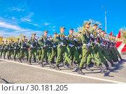 Купить «Russia Samara May 2018: Soldiers with automatic weapons.», фото № 30181205, снято 5 мая 2018 г. (c) Акиньшин Владимир / Фотобанк Лори