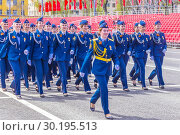 Russia Samara May 2018: beautiful women soldiers are marching in formation. Редакционное фото, фотограф Акиньшин Владимир / Фотобанк Лори
