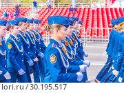 Купить «Russia Samara May 2018: beautiful women soldiers are marching in formation.», фото № 30195517, снято 5 мая 2018 г. (c) Акиньшин Владимир / Фотобанк Лори