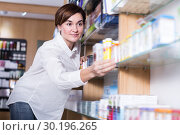 Купить «Young female searching for body care products», фото № 30196265, снято 31 января 2017 г. (c) Яков Филимонов / Фотобанк Лори