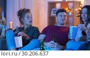Купить «friends with beer and popcorn watching tv at home», видеоролик № 30206637, снято 12 января 2019 г. (c) Syda Productions / Фотобанк Лори