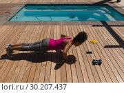 Купить «Woman performing push-up exercise in the backyard of home», фото № 30207437, снято 7 ноября 2018 г. (c) Wavebreak Media / Фотобанк Лори