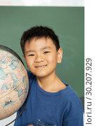 Купить «Schoolboy with globe standing against green chalkboard in a classroom », фото № 30207929, снято 17 ноября 2018 г. (c) Wavebreak Media / Фотобанк Лори