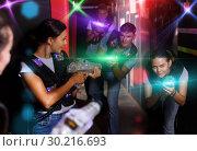 Jolly young girls took aim with laser guns. Стоковое фото, фотограф Яков Филимонов / Фотобанк Лори
