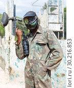 Купить «Paintball player in camouflage standing with gun after paintball match», фото № 30216853, снято 11 августа 2018 г. (c) Яков Филимонов / Фотобанк Лори