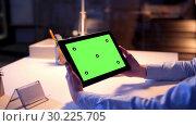 Купить «businesswoman with green screen on tablet pc», видеоролик № 30225705, снято 20 августа 2019 г. (c) Syda Productions / Фотобанк Лори