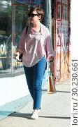 Купить «Ginnifer Goodwin does some shopping with a friend Featuring: Ginnifer Goodwin Where: Los Angeles, California, United States When: 21 Oct 2017 Credit: WENN.com», фото № 30230661, снято 21 октября 2017 г. (c) age Fotostock / Фотобанк Лори