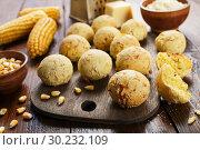 Купить «Сырные шарики из кукурузной муки», фото № 30232109, снято 23 ноября 2018 г. (c) Надежда Мишкова / Фотобанк Лори
