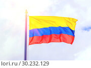 The national flag of Colombia flutters in the wind against the background of a cloudy sky. (2018 год). Стоковое фото, фотограф Акиньшин Владимир / Фотобанк Лори