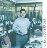 Купить «Salesman showing rifle», фото № 30233093, снято 11 декабря 2017 г. (c) Яков Филимонов / Фотобанк Лори