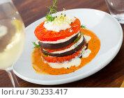 Купить «Grilled slices of eggplant and tomatoes», фото № 30233417, снято 26 марта 2019 г. (c) Яков Филимонов / Фотобанк Лори