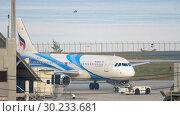 Купить «Airplane Airbus 320 towing», видеоролик № 30233681, снято 1 декабря 2018 г. (c) Игорь Жоров / Фотобанк Лори