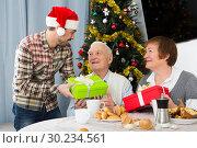 Купить «Family gives Christmas gifts», фото № 30234561, снято 19 марта 2019 г. (c) Яков Филимонов / Фотобанк Лори