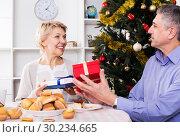 Купить «Mature couple give Christmas gifts», фото № 30234665, снято 19 марта 2019 г. (c) Яков Филимонов / Фотобанк Лори