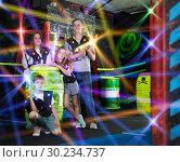 Купить «Kids and adults in beams on lasertag arena», фото № 30234737, снято 6 июня 2018 г. (c) Яков Филимонов / Фотобанк Лори