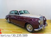 Купить «Автомобиль Бентли S2 (Bentley S2 4-door Saloon)  1960  года выпуска на выставке старых и редких автомобилей», фото № 30235589, снято 10 ноября 2018 г. (c) Сергей Рыбин / Фотобанк Лори
