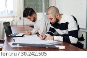 Купить «Guys working on student project at desk», фото № 30242505, снято 17 декабря 2018 г. (c) Яков Филимонов / Фотобанк Лори