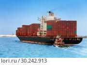 Tug boat and import export dry cargo ship (2014 год). Стоковое фото, фотограф Сергей Новиков / Фотобанк Лори