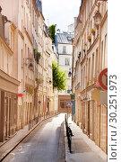 Купить «Narrow street Paris historical downtown district, France», фото № 30251973, снято 6 августа 2016 г. (c) Сергей Новиков / Фотобанк Лори