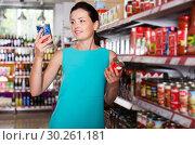Купить «Woman choosing tomato paste», фото № 30261181, снято 6 июня 2017 г. (c) Яков Филимонов / Фотобанк Лори