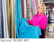 Купить «customer choosing color curtains», фото № 30261421, снято 17 января 2018 г. (c) Яков Филимонов / Фотобанк Лори