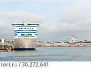 Купить «Вид на Хельсинки со стороны Балтийского моря. Ранняя осень. Финляндия», фото № 30272641, снято 20 сентября 2018 г. (c) E. O. / Фотобанк Лори
