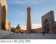 Купить «Architectural complex Poi Kalyan. People visiting the sights of Bukhara», фото № 30272705, снято 19 октября 2016 г. (c) Юлия Бабкина / Фотобанк Лори