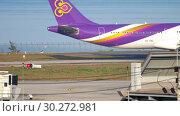 Купить «Thai Airways Airbus 330 taxiing», видеоролик № 30272981, снято 1 декабря 2018 г. (c) Игорь Жоров / Фотобанк Лори