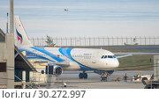 Купить «Airplane Airbus 320 towing», видеоролик № 30272997, снято 1 декабря 2018 г. (c) Игорь Жоров / Фотобанк Лори
