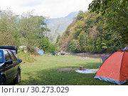 Купить «Палаточный городок туристов на берегу реки Белой в Адыгее», фото № 30273029, снято 17 сентября 2011 г. (c) Олег Хархан / Фотобанк Лори