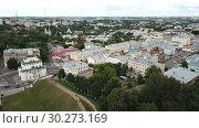 Купить «Panoramic aerial view of city center and Golden Gate in Vladimir, Russia», видеоролик № 30273169, снято 2 декабря 2018 г. (c) Яков Филимонов / Фотобанк Лори
