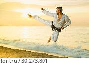 Купить «Man is training kick in jump», фото № 30273801, снято 19 июля 2017 г. (c) Яков Филимонов / Фотобанк Лори