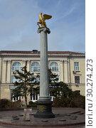 Купить «Стела «Керчь - город-герой» с золотым грифоном, символом города», фото № 30274273, снято 8 марта 2019 г. (c) Игорь Архипов / Фотобанк Лори