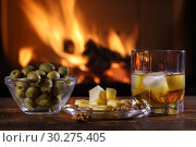 Купить «A glass of whisky and plate with cheese, olives and nuts», фото № 30275405, снято 8 марта 2019 г. (c) Алексей Кузнецов / Фотобанк Лори