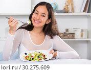 Smiling girl eating tasty sala. Стоковое фото, фотограф Яков Филимонов / Фотобанк Лори