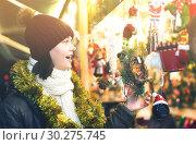 Купить «Pretty female teen customer with Christmas gifts», фото № 30275745, снято 12 декабря 2016 г. (c) Яков Филимонов / Фотобанк Лори