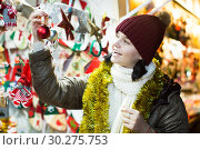 Купить «Smiling teen girl with Christmas decoration», фото № 30275753, снято 12 декабря 2016 г. (c) Яков Филимонов / Фотобанк Лори
