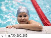 Купить «Девочка в бассейне», фото № 30292285, снято 22 декабря 2018 г. (c) Кекяляйнен Андрей / Фотобанк Лори