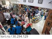 Купить «Касы и торговый зал в магазине сувениров и подарков Yasmina в городе Сусс (Sousse). Тунис, Африка», фото № 30294129, снято 7 мая 2012 г. (c) Кекяляйнен Андрей / Фотобанк Лори