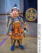 Japan, Tokyo City, Yurakucho area, The Forum Bldg., Lady of the court, child in samurai attaier. Стоковое фото, фотограф Jose Fuste Raga / age Fotostock / Фотобанк Лори