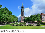 Купить «Church of St. Michael in Hamburg», фото № 30299573, снято 7 июля 2016 г. (c) Татьяна Савватеева / Фотобанк Лори