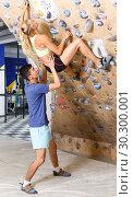Купить «Couple of climbers on joint workout», фото № 30300001, снято 16 июля 2018 г. (c) Яков Филимонов / Фотобанк Лори